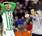 Goleada del Valencia en un partido igualado (3-0)