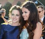 Selena Gómez y Kristen  Stewart, en los Kids Choice