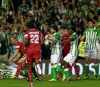 Fútbol, goles, tensión y remontada bética en el derbi andaluz (3-3)