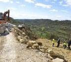 Zarraluqui visita las obras de las carreteras de Ujué y Guirguillano