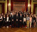 Maya e Iribas reciben a estudiantes extranjeros de la UPNA
