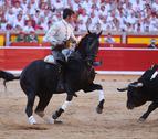 Roberto Armendáriz, premiado por su toreo a caballo