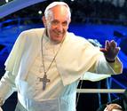 Cientos de miles de personas siguen  en Copacabana el saludo del Papa