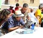 Más de 40 personas muestran en Cortes los usos de la energía solar