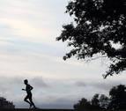 Un corredor hace deporte en la Vuelta del Castillo de Pamplona