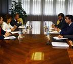 Barcina pide al ministro Soria diálogo en la regulación del sector eléctrico