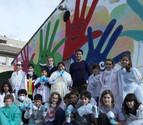 Pintan un mural de 18 metros de largo en el colegio Hilarión Eslava