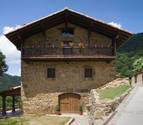 Acuerdo entre asociaciones y CaixaBank para promocionar el turismo rural de Navarra