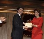 El psicólogo Javier Urra recibe el Premio Francisco de Javier 2013