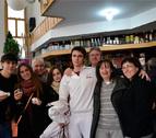 Satisfacción en el bar Endika de la Chantrea tras repartir suerte entre vecinos del barrio
