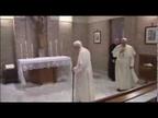 El Papa Francisco visita a Benedicto XVI para felicitarle la Navidad