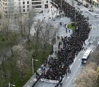Miles de personas piden en las calles de Pamplona un adelanto electoral