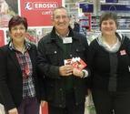 El híper Eroski entrega 2.400 litros de leche al Banco de Alimentos