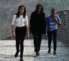 Michelle Obama visita la Gran Muralla junto a sus hijas