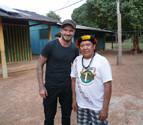 Beckham visita a una tribu amenazada en el Amazonas