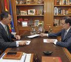 Felipe VI celebra su primer despacho con el presidente del Gobierno