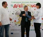 María Stupnikova recoge su premio ante la presencia del mediático cocinero Sergio Fernández