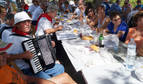 Varios de los asistentes al santuario de Sancho Abarca, tras la comida popular.