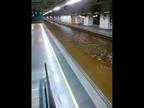 Una inundación en las vías del AVE de Girona obliga a parar el servicio
