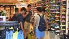Tibio arranque de las rebajas de verano en Pamplona