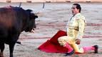 Orejas de poco peso para Castella y Fandiño en una tarde de final infeliz