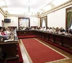 El pleno condena los crímenes de ETA y apoya el desarme de la banda