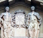 Retirada la Cruz Laureada de San Fernando situada en el Palacio de Navarra