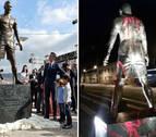 Escriben 'Messi' en la estatua de Ronaldo en su ciudad natal