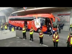 Tímido recibimiento al autobús de Osasuna en El Sadar