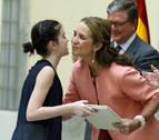 La infanta Elena entrega a Naia Gil el premio de pintura de Patrimonio Nacional