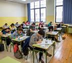 Afapna entrega más de 1.400 firmas que piden la suspensión de la OPE docente de junio