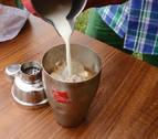 La coctelera del verano | Combina pacharán, zumo de naranja y crema de leche
