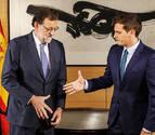 El PP se mira en el espejo de Cifuentes para arrancar la negociación con Rivera