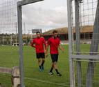 Roberto Torres y Antonio Otegui entrenan al margen y se alejan de La Rosaleda