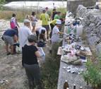 Greenpeace limpia parte del río Arga en su campaña 'Mejor sin plásticos'