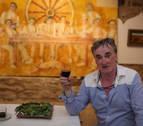 Homenaje con vino en casa de Laita