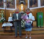 Homenaje del club de jubilados a una pareja por sus Bodas de Oro