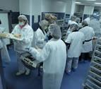 Domínguez dice que el pliego de las cocinas hospitalarias recoge cláusulas sociales