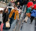Los españoles, optimistas, prevén gastar 633 euros en Navidad, un 3% más