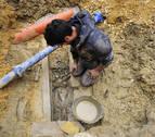 Los arqueólogos analizan si la tumba hallada en la plaza de Ujué es medieval