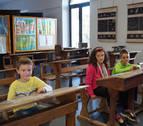 El colegio de Villafranca viaja al pasado en su 50 aniversario