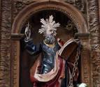 La imagen de San Bartolomé dañada ya luce restaurada en la iglesia