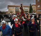 Los mineros de Potasas vuelven a pasear a Santa Bárbara a hombros