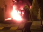Desalojadas tres viviendas por un incendio en la calle Ororbia