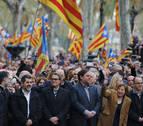 Puigdemont, consellers y diputados de JxSí, CUP y Podemos arropan a Forcadell