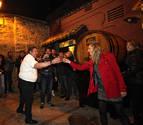 Estela Navascués abre la kupela de la cena de sidrería de El Hortelano