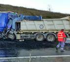 Seis denuncias por distraerse al volante grabando el accidente de Cizur