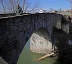 Policía Municipal advierte del riesgo de saltar al río Arga desde puentes y pasarelas
