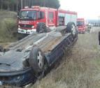 Dos mujeres resultan ilesas en Sartaguda tras volcar con el coche