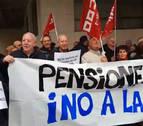 Pensionistas navarros se concentran por una pensión mínima de 1.080 euros